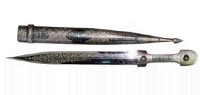 На фото кавказский кинжал терек